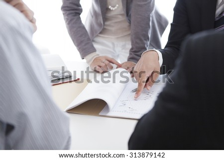 Male and female employees to explain the material to junior