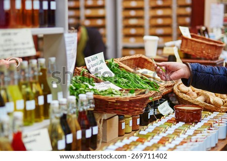 Man buying fresh bio leek on London farmer agricultural market - stock photo