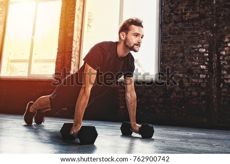 Man doing pushups at the gym