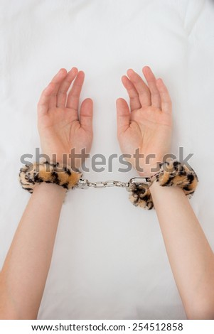 How to handcuff wemon during sex