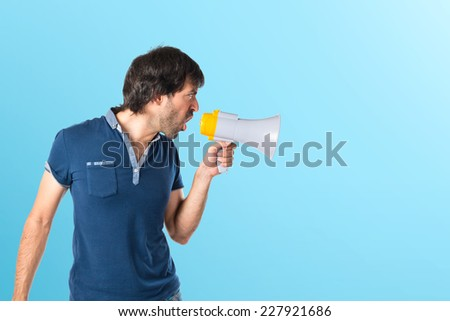 Man shouting over blue background