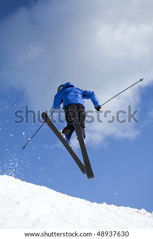man skiing doing acrobatic figures