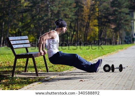 man triceps workout on street bench