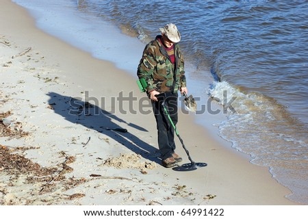 Man with metal detector - stock photo