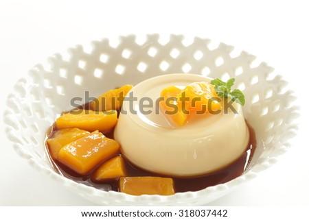 Mango and custard pudding - stock photo