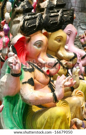 Many Ganesh statues in a row Prepared for festival