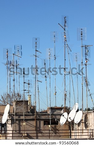 Many Home TV Antennas Mounted On A Roof