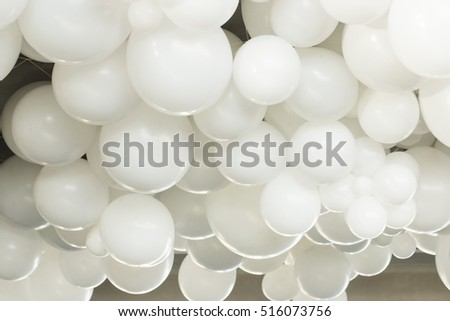 many white balloons of different sizes