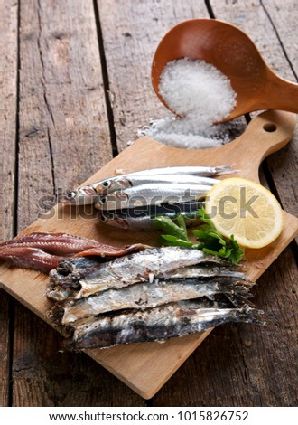 Marinated anchovies with coarse salt, lemon and parsley.