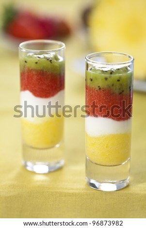 mashed fruit cups without mixing of rows of color