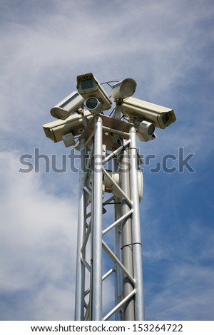 Mast with surveillance cameras