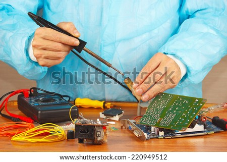 Master solder electronic hardware in the service workshop