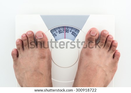 Measuring weight on weighing machine