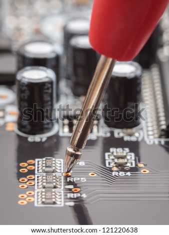 Measuring with probe on circuit board