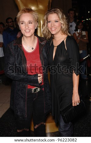 MELISSA ETHERIDGE (left) & girlfriend TAMMY LYNN MICHAELS at the 2005 World Music Awards at the Kodak Theatre, Hollywood, CA. August 31, 2005  Los Angeles, CA.  2005 Paul Smith / Featureflash