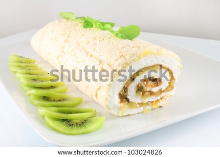 Meringue roll with mint and kiwi fruit