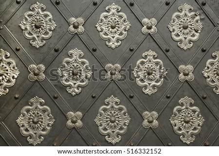 Metal pattern on an old gate