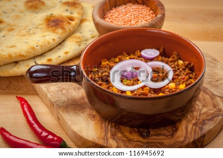 Mexican chilli con carne with red lentils and flatbread - stock photo