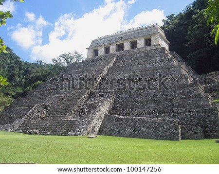 Mexico, Chiapas - Temple of the Inscriptions in *the* classic Maya city of Palenque. The tomb of Pakal, the King of the Chol Maya was found here in 1952, once an abandoned city  in the hot rain forest - stock photo
