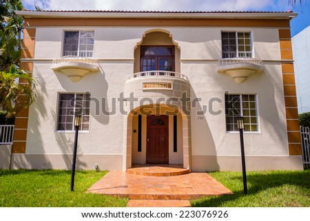 Deco Style Colonial. Good Colonial Style House Of M In The Center ...