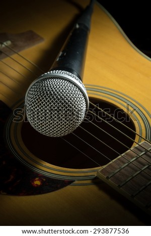 Microphone on acoustic guitar