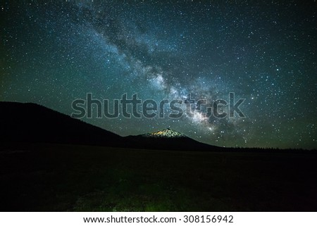 Milky way over the mountain in Bend, Oregon