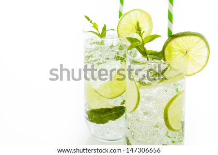 Mint mojito cocktail with slice of lime as a garnish.
