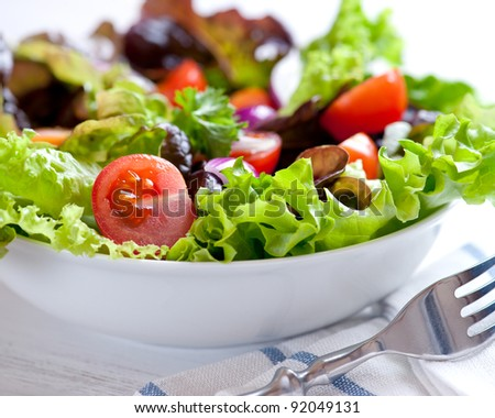 Mixed leaf vegetable salad with cherry tomatoes