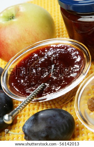 Mixed marmalade with plums and raisins