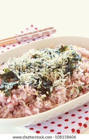 Mixed rice with roasted seaweed and dried fish in bowl