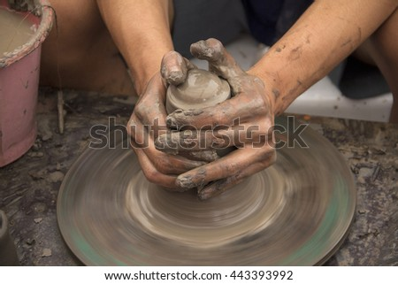 Molding clay pots by hand