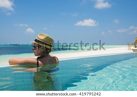 Monika enjoying her holiday in the infinity pool of Kuredu, maldives