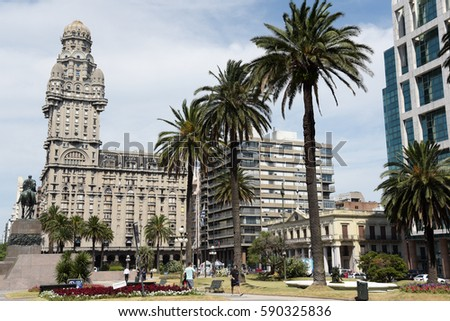 MONTEVIDEO, URUGUAY -JANUARY 22 2016: Plaza Independencia with the building Palacio Salvo in Montevideo, Uruguay at January 22, 2016.