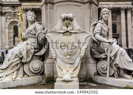 Monument of Queen Anne in Front of St. Paul's Cathedral, London. Cathedral was built by Christopher Wren between 1675 and 1711. - stock photo