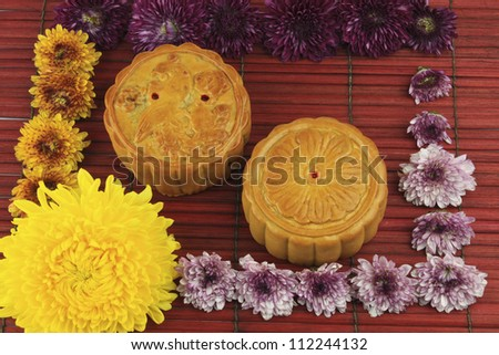 Moon cakes are a popular Chinese dishes to eat in the middle of autumn.