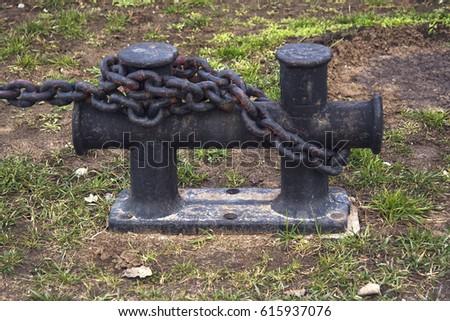 Bollard Chains 库存图片、免版税图片及矢量图 Shutterstock