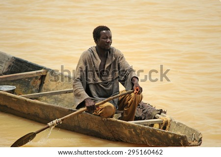 Mopti, Mali, Africa. August, 26, 2011. mali fisherman in his pinnace