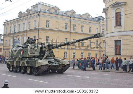 """MOSCOW-MAY 9: Self-propelled artillery """"MSTA-S"""" at the  Victory Day Parade on May 9, 2012 in Moscow - stock photo"""
