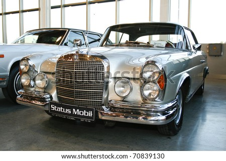 MOSCOW - OCTOBER 08: Mercedes-Benz 280 SE Automatic 1968 at the Moscow Exhibition of technical antiques on October 08, 2010 in Moscow, Russia. - stock photo