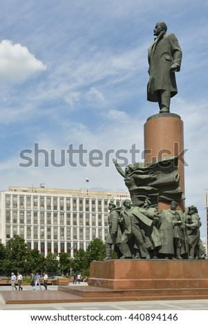 MOSCOW, RUSSIA - JUNE 20, 2016: Lenin monument in downtown Kaluzhskaya Square, opposite Ministry of Internal Affairs and Ministry of Justice