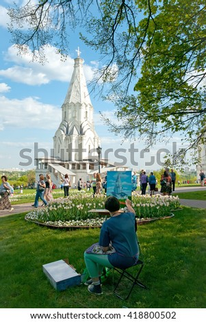 MOSCOW, RUSSIA - MAY 08, 2016: Artist draws christian temple in the Kolomenskoye park. Moscow. Russia.