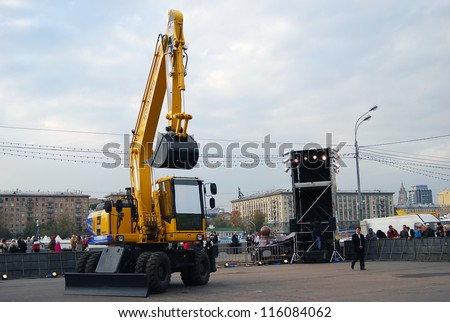 "MOSCOW, RUSSIA-OCTOBER 14: Contemporary art performance ""Dance with an excavator"" (Transports Exceptionenels) by Beau Geste Company (France) in Gorky park on October 14, 2012 in Moscow, Russia ."