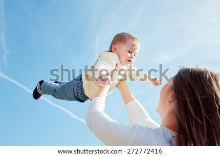 Mom\\\'s Touch Throw Mother throws up her baby in