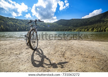 mountain bike on the lake
