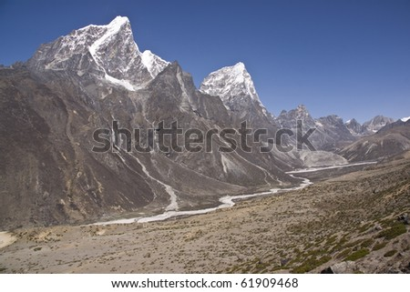 Mountain scenery around Dingboche (4410 Metres) on the trekking route to Everest Base Camp, Nepal