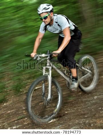 Mountainbiker beim Downhill - stock photo