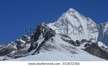 Mt Palung Ri, pointed mountain in the Everest National Park.