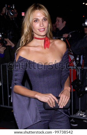 MTV presenter MOLLY SIMS at the New York premiere of Dr. T & The Women. 10OCT2000.   Terry Lester/Featureflash