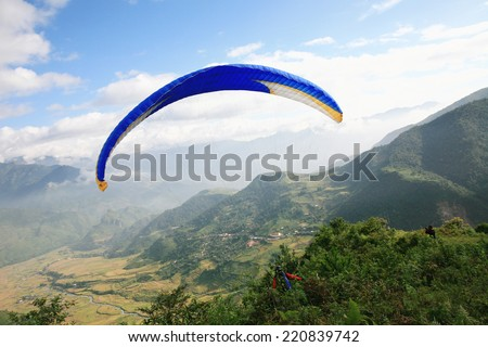 Mu Cang Chai - Yen Bai - Vietnam, September 28, 2014: Members club paragliding performances in a valley in Mu Cang Chai - Yen Bai province - Vietnam.