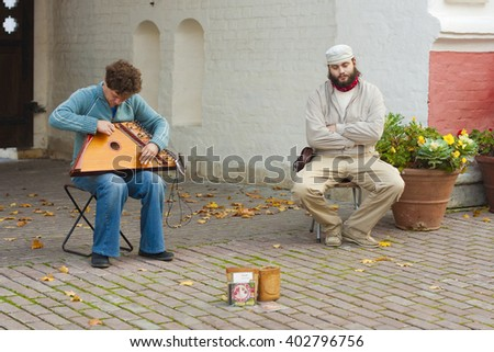 MUSEUM KOLOMENSKOYE, MOSCOW, RUSSIA - CIRCA OCTOBER 2011: Musicians are preparing to play the Russian national instrument Gusli - stock photo